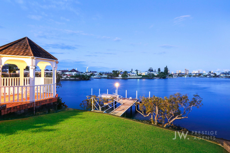 23 Conifer Crescent, Broadbeach Waters Qld 4218