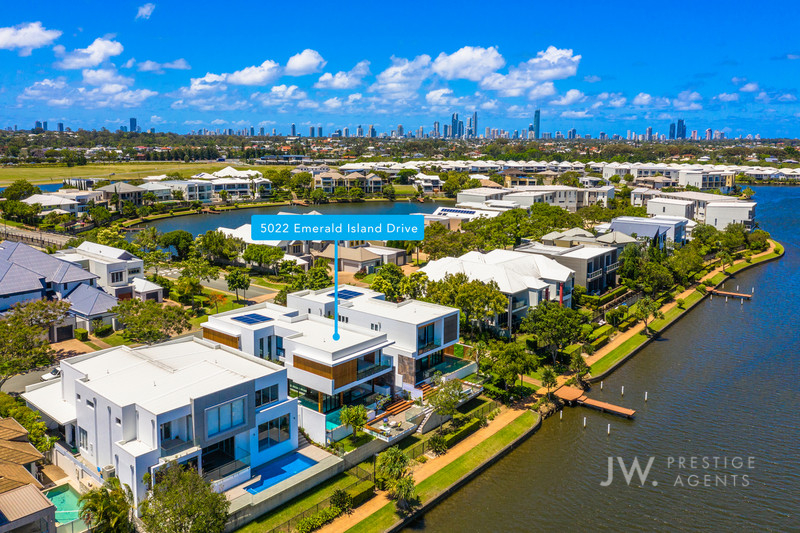 Villa One / 5022 Emerald Island Drive, Carrara Qld 4211