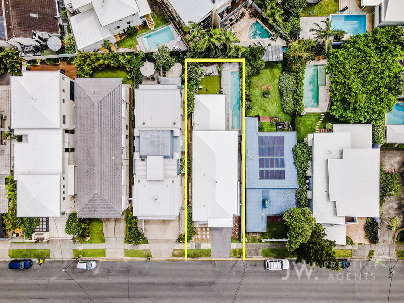 7 Riviera Road, Miami Qld 4220