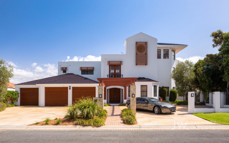 42-44 Clear Water Bay Avenue, Clear Island Waters Qld 4226