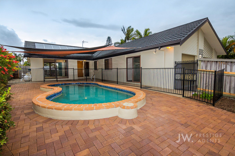 5 Pilot Court, Mermaid Waters Qld 4218