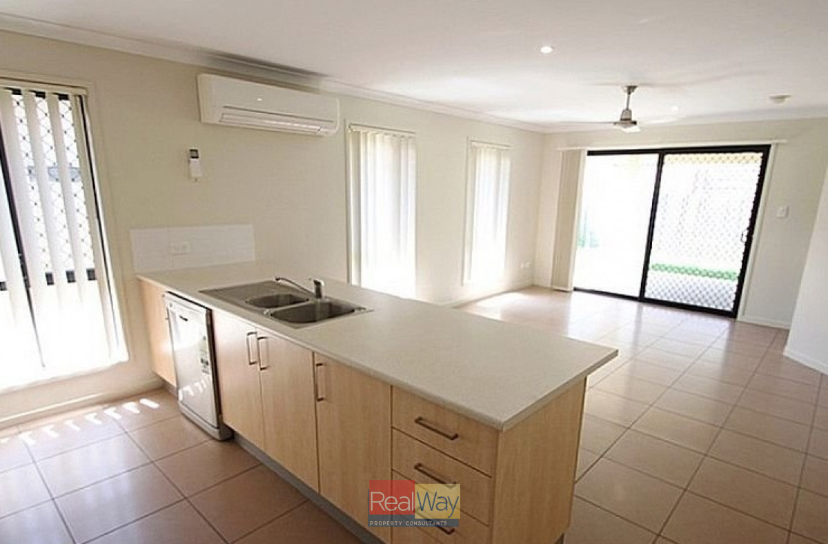 Modern 4 Bedroom Home With Air Con In Living Main
